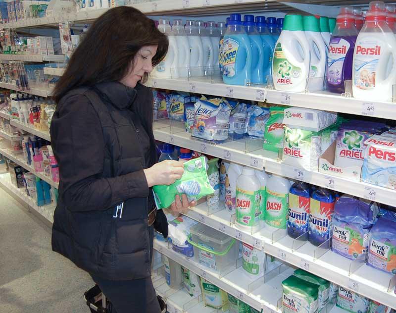 einkauf-waschmittel-auswahl
